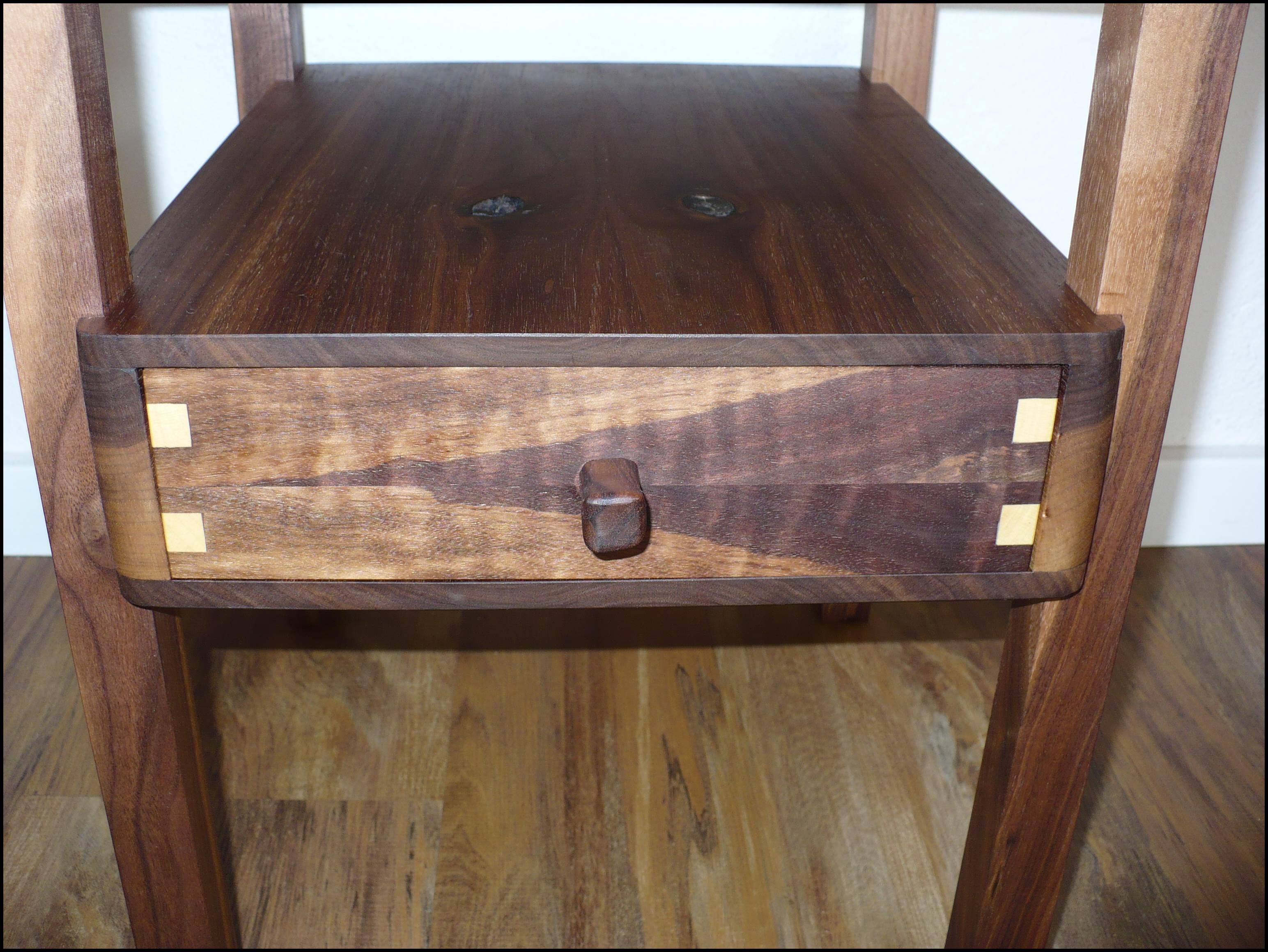 beistelltisch nussbaum 002 auf dem holzweg unterwegs. Black Bedroom Furniture Sets. Home Design Ideas