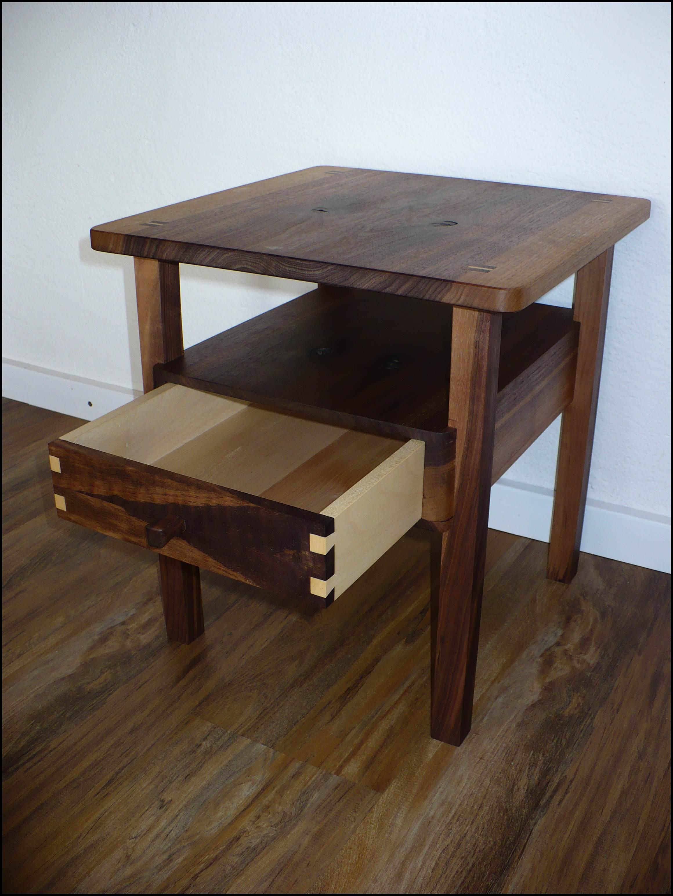 beistelltisch nussbaum 008 auf dem holzweg unterwegs. Black Bedroom Furniture Sets. Home Design Ideas