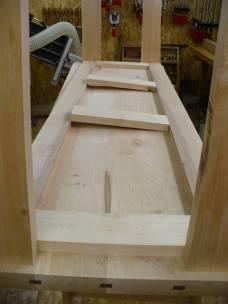 Auf dem oberen Rahmen wird auch später die Sideboardplatte aufliegen