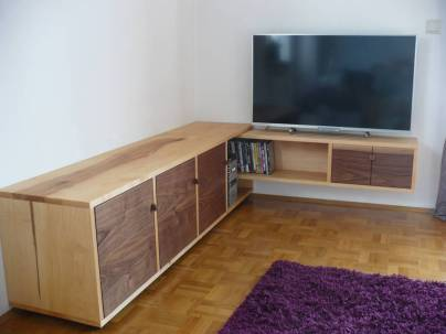 tv lowboard passt wackelt und hat luft auf dem holzweg. Black Bedroom Furniture Sets. Home Design Ideas